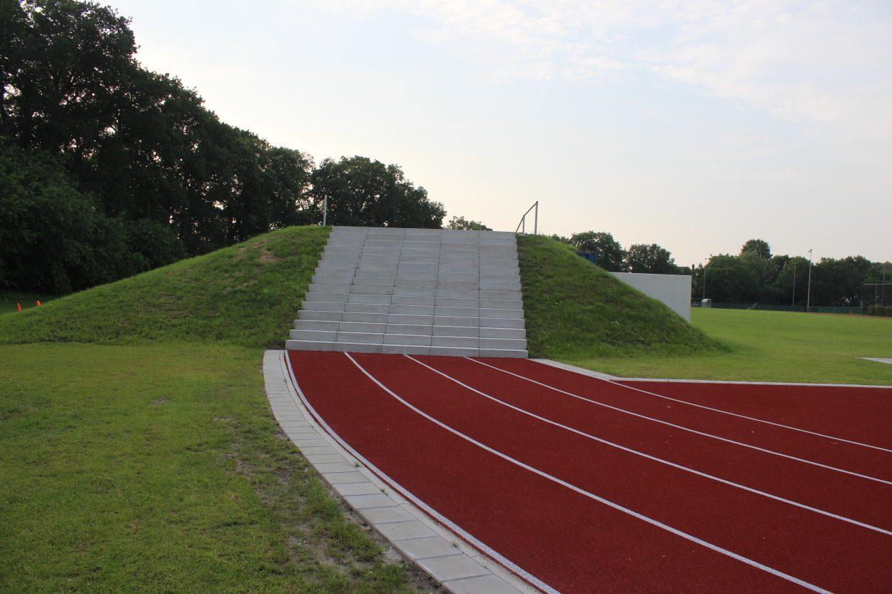 Trapkant van heuvel